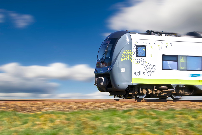 Ein agilis-Zug fährt im Streckennetz.