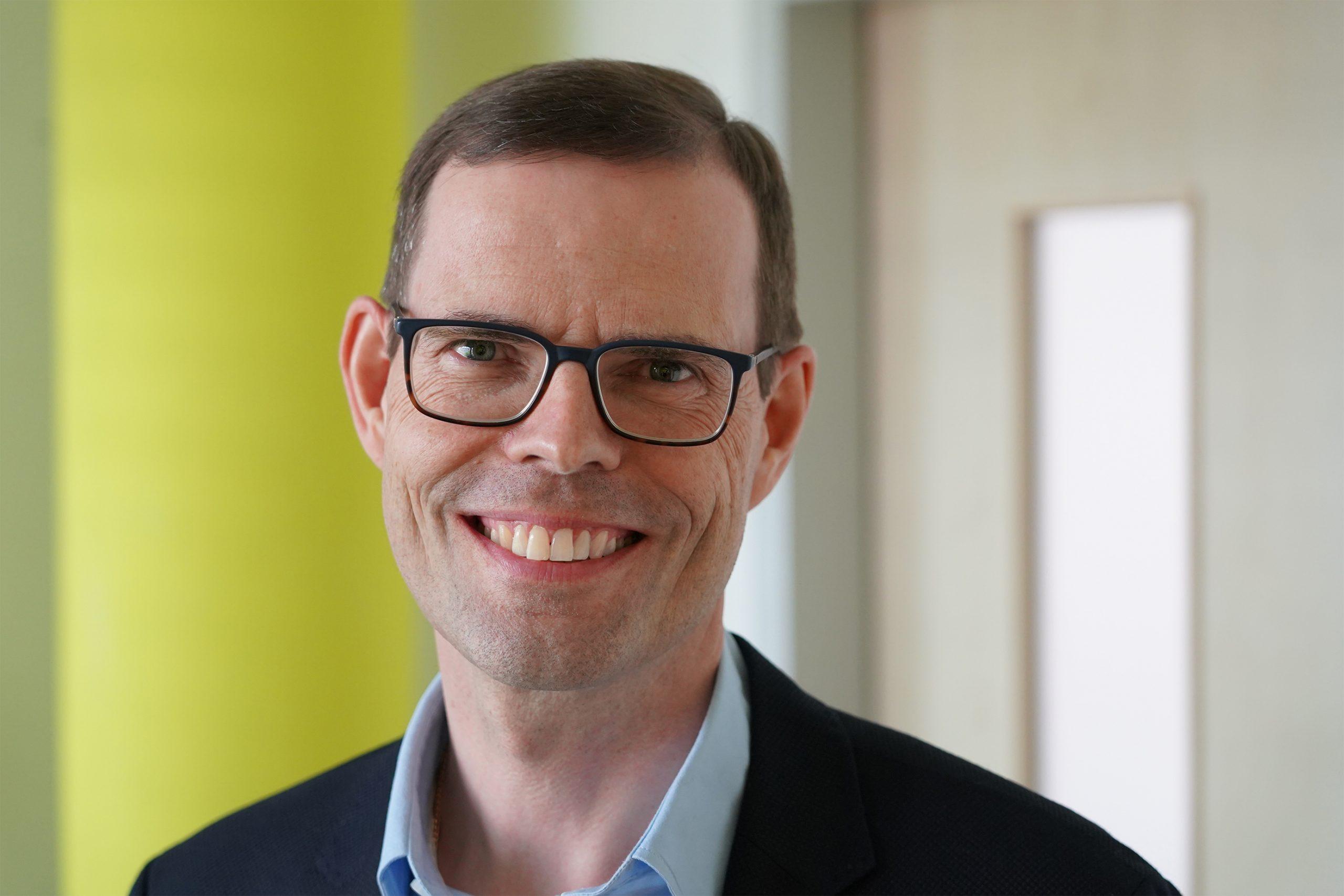 Gerhard Knöbel ist Geschäftsführer von agilis.